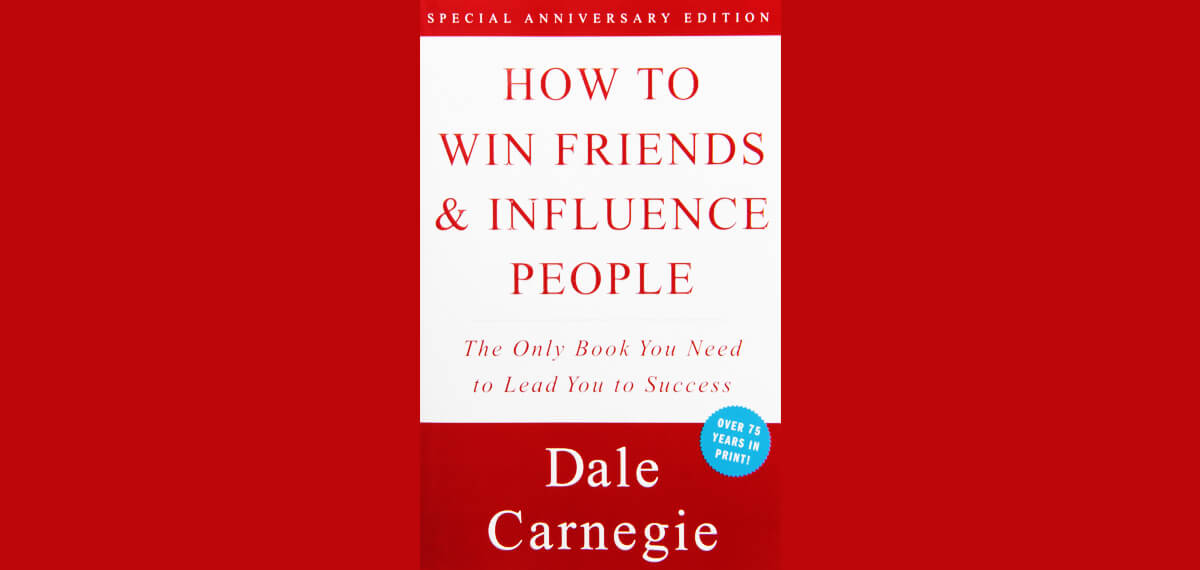 De cover van Dale Carnegie's boek 'How To Win Friends And Influence People'
