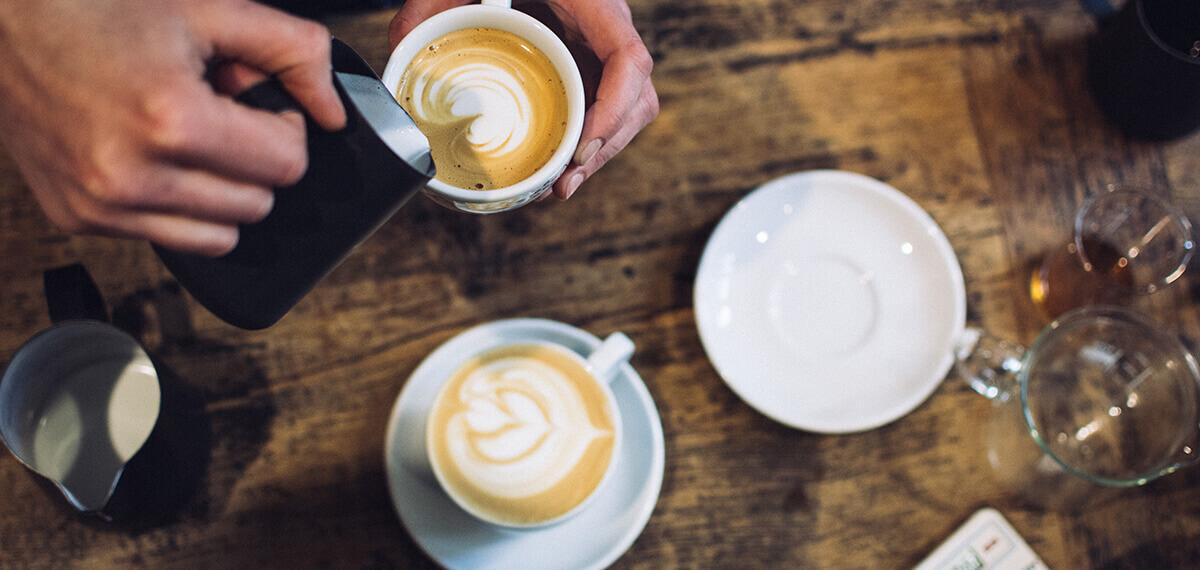Een podcast luisteren tijdens je dagelijkse kop koffie: heerlijk.