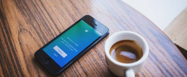 sideprojectmarketing_twitter_phone